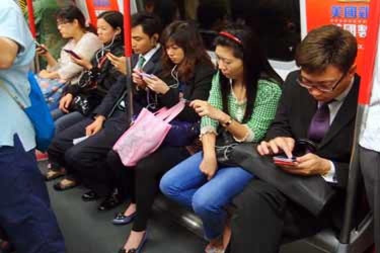 فروش آیفونهای تقلبی توسط یک چینی!