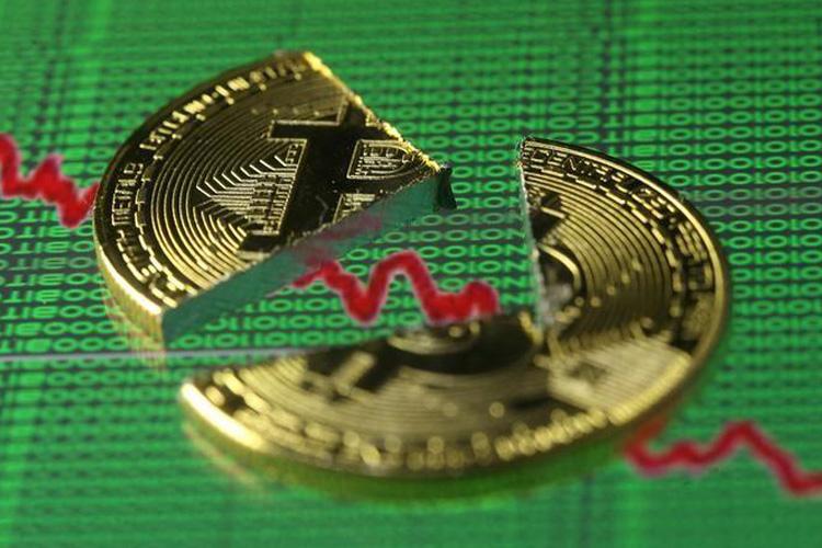 سقوط آزاد ارزش بیت کوین به زیر ۷۰۰۰ دلار