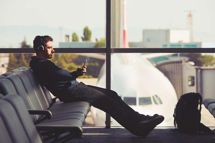 بهترین روشها برای گذراندن وقت در فرودگاه هنگام تاخیر پرواز