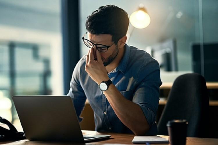 مایکروسافت کاربران ویندوز 10 که آپدیتها را به تعویق انداختهاند را مجبور به دانلود نسخه 1803 کرده است