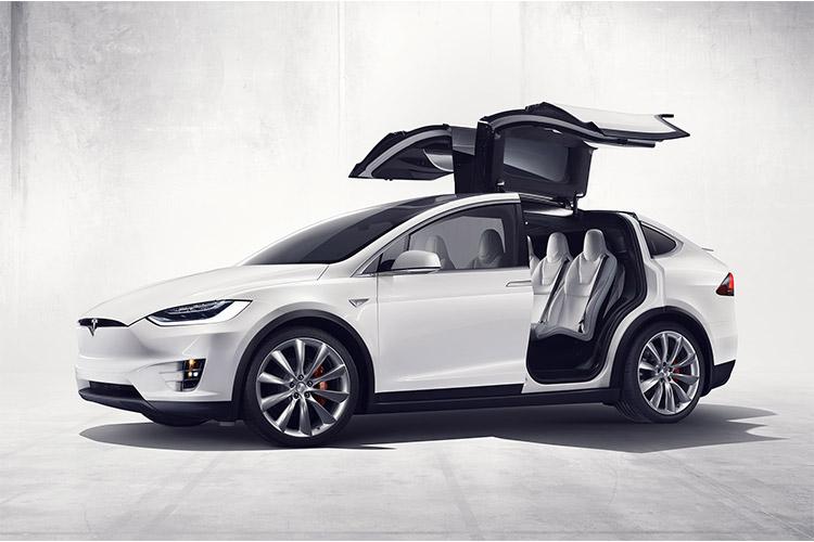 خودروهای تسلا در آستانه فناوری تمام خودران