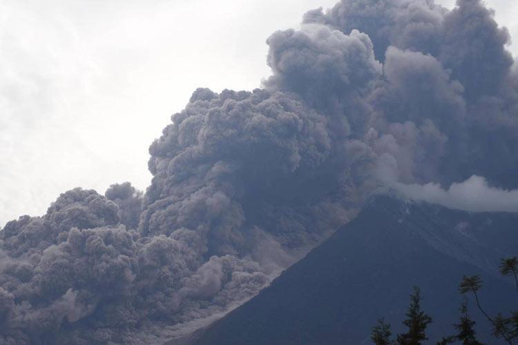 کشته و مفقود شدن صدها نفر بر اثر فوران آتشفشان فوئگو در گواتمالا
