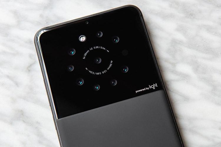 شرکت Light در حال توسعه گوشی هوشمندی با لنز  9 گانه است