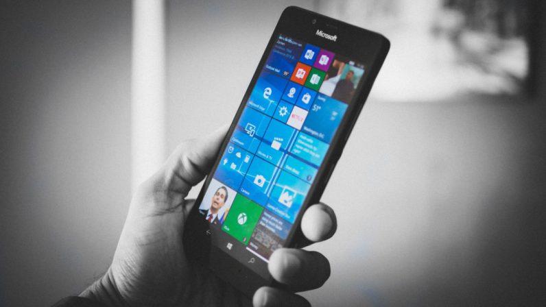 گوشی Microsoft Surface یک قدم دیگر به واقعیت نزدیک تر می شود
