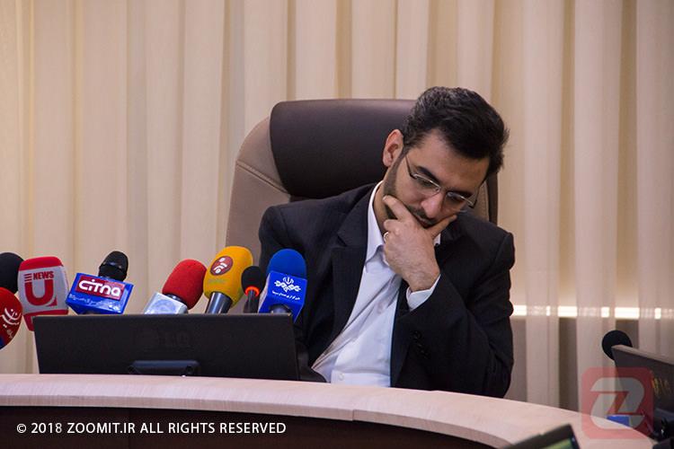 واکنش جهرمی به اختلاف لیست واردکنندگان گوشی از سوی وزارت ارتباطات و بانک مرکزی