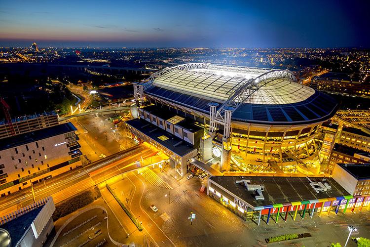 باتری نیسان لیف، برق ورزشگاه فوتبال را تامین کرد