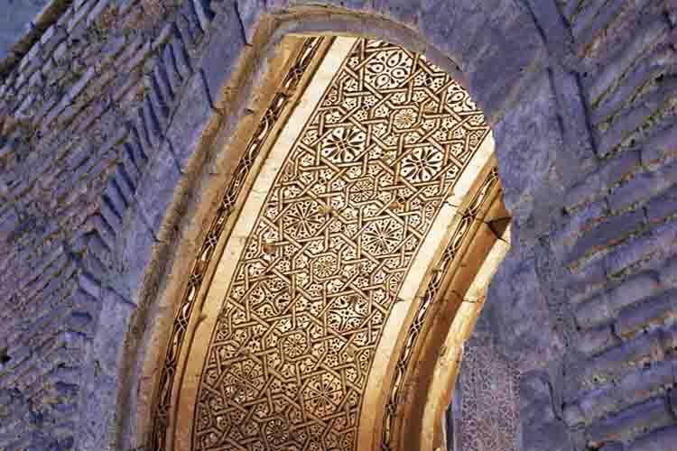 زیبا ترین مسجد تاریخی با تزئینات آجری زرین گون