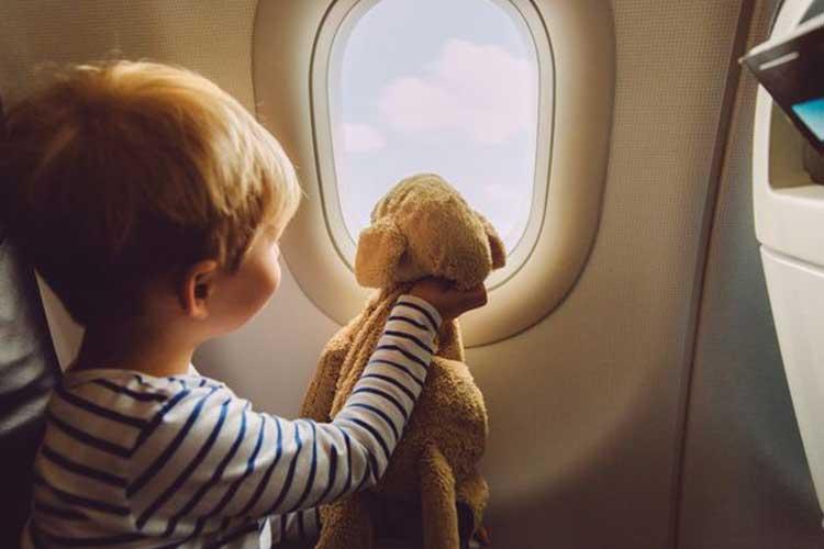 چرا پنجره های هواپیما گرد طراحی میشوند؟