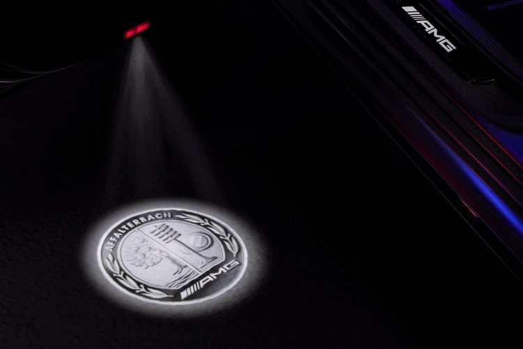 مرسدس بنز از فناوری نورپردازی لوگو رونمایی کرد