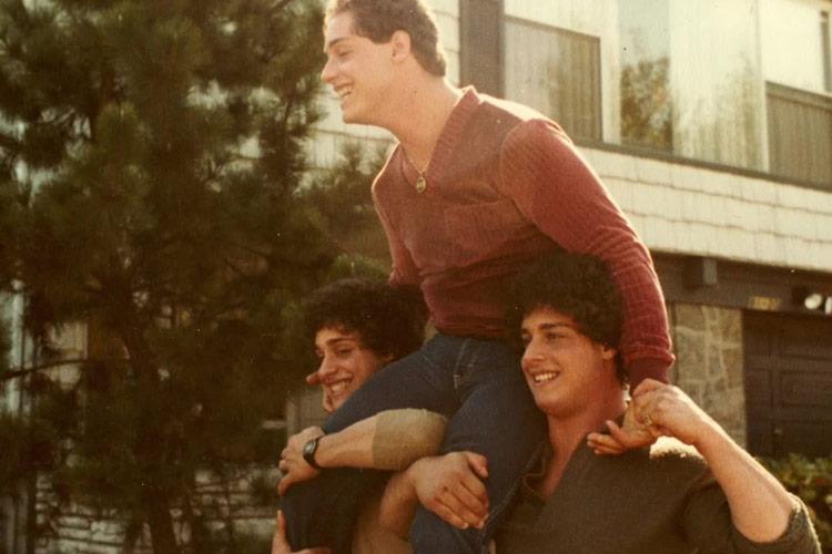 نقد فیلم مستند Three Identical Strangers - سه غریبه همسان