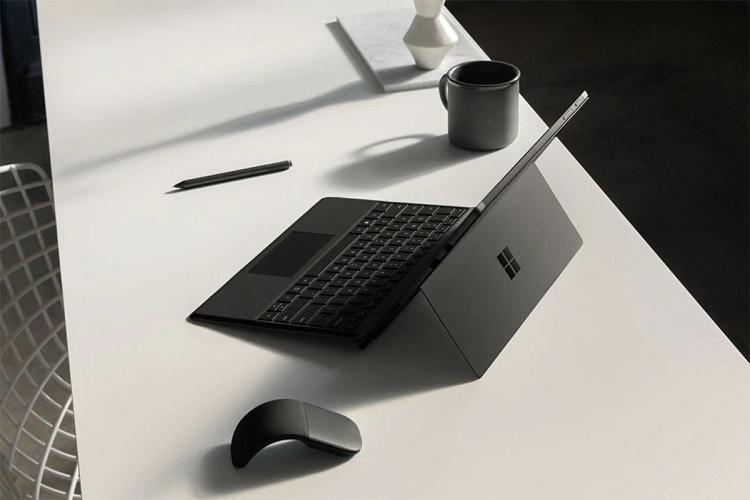 مایکروسافت احتمالا سرفیس جدیدی را با دو صفحه نمایش عرضه میکند
