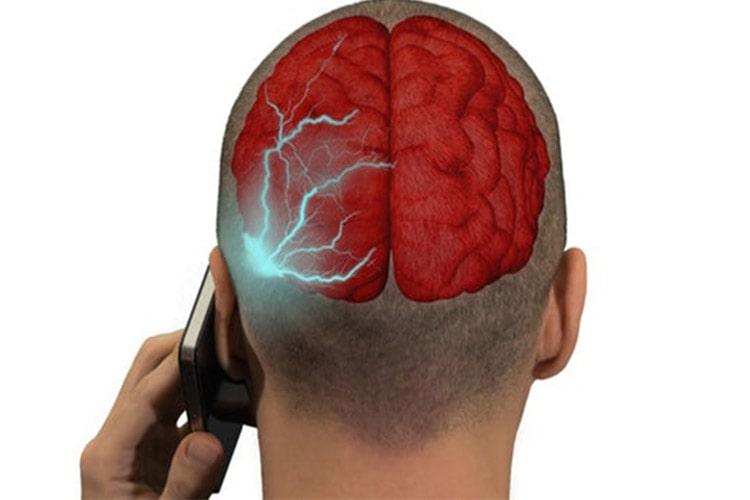 نتایج یک پژوهش پیرامون اثرات امواج موبایل بر مغز در تلفن های همراه اولیه