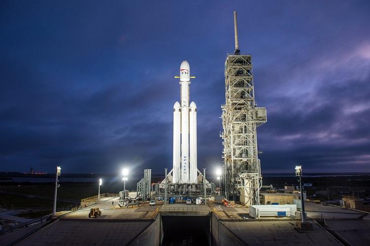 نخستین پرتاب تجاری راکت فالکون هِوی اسپیس ایکس به پنجشنبه موکول شد
