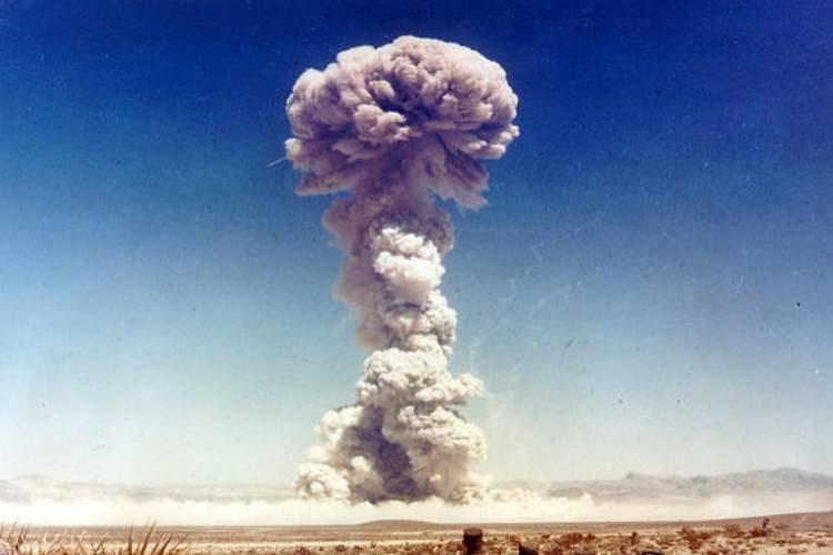 نفوذ کربن رادیواکتیو حاصل از آزمایش بمب هستهای در اعماق اقیانوسها