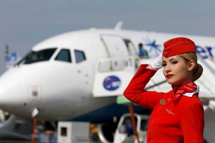 هر آنچه که میتوانید از مهماندار هواپیما درخواست کنید