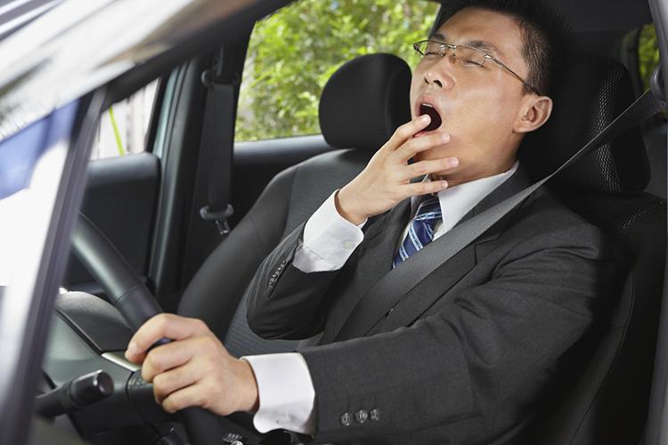 اختلالاتی که منجر به خوابآلودگی شدید روزانه میشوند