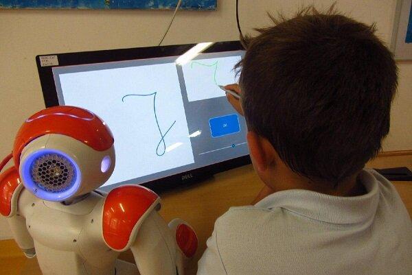 رباتی که مهارت های نوشتاری کودکان را افزایش می دهد