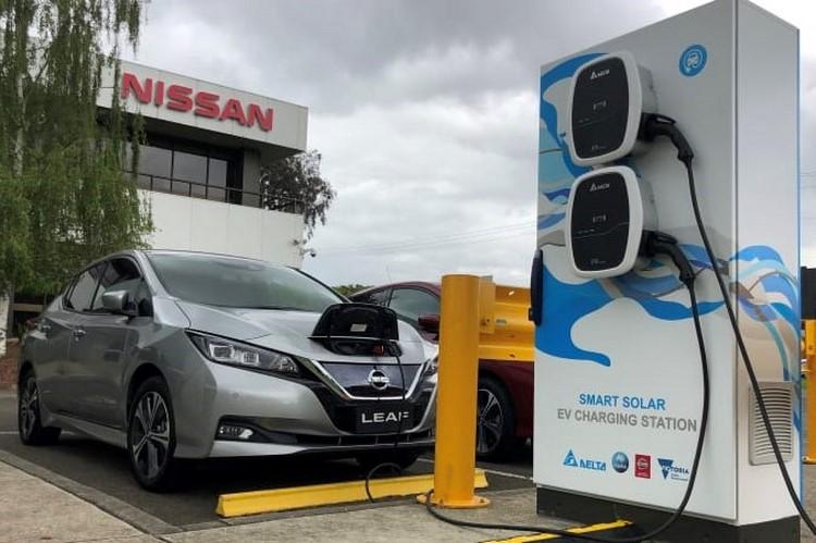 نیسان شارژ خودرو برقی با ایستگاه نیرو خورشیدی را آزمایش میکند